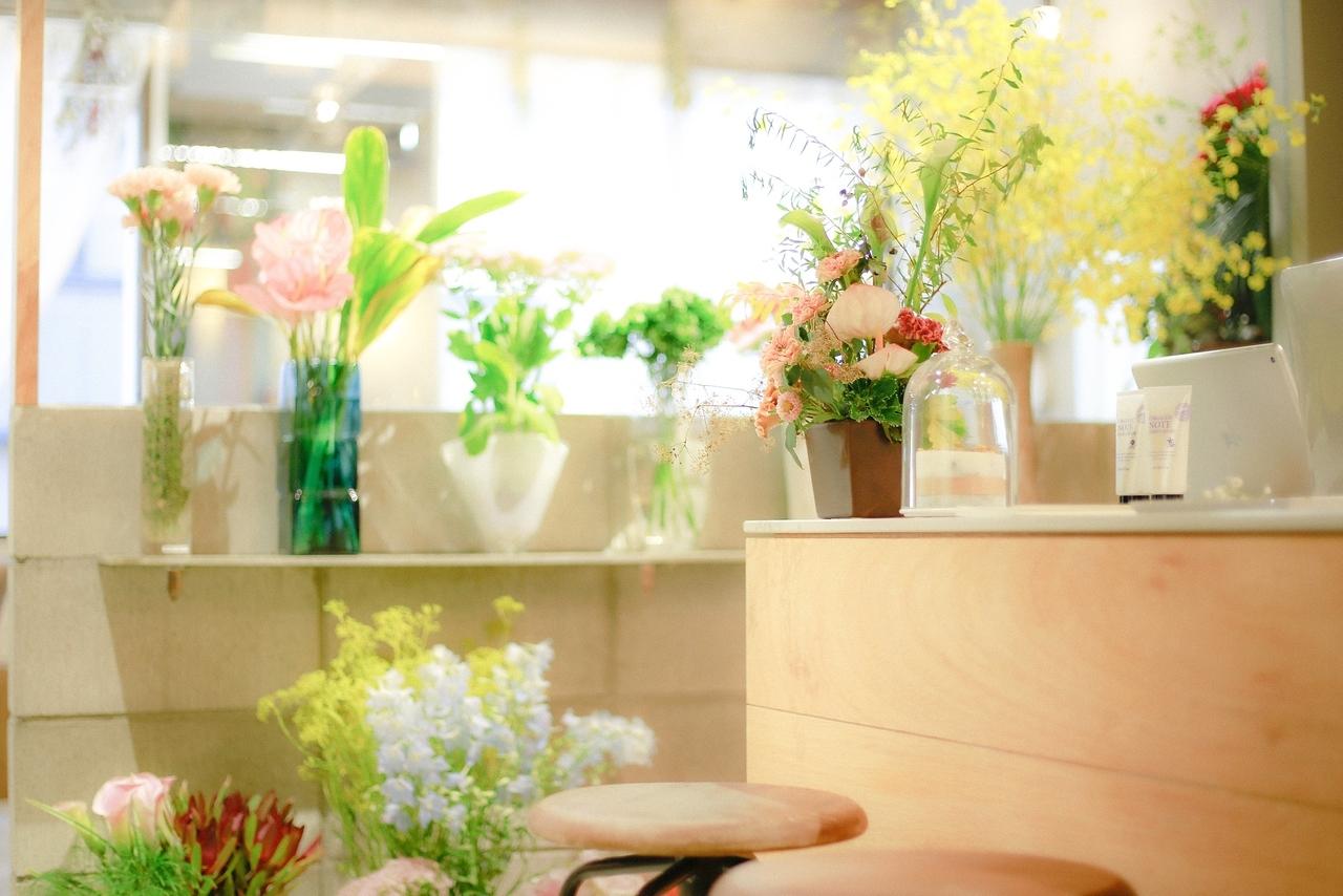 「豊かで華(花)のある生活」がコンセプト◎花屋併設のサロン