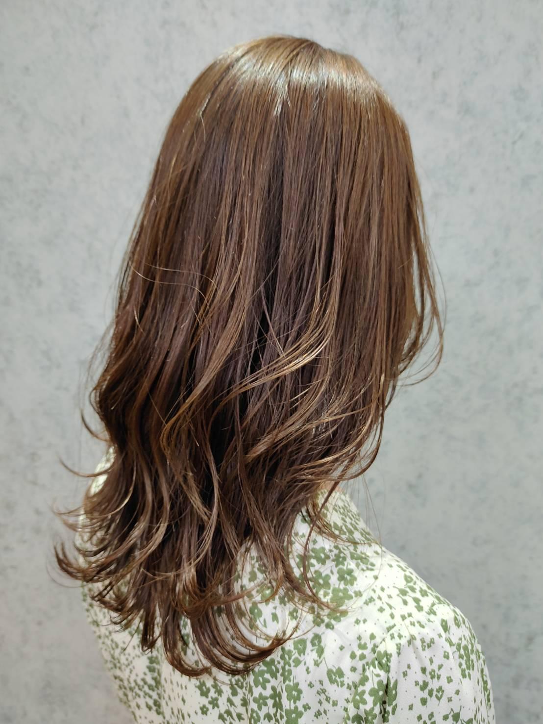 お客様のお悩み解決と健康的な髪を育むためにダメージレス講習を受講したスタイリストが施術いたします。