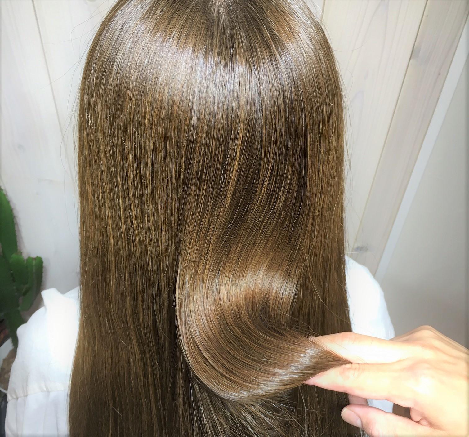 話題の新感覚カラー<髪質改善フルボ酸カラー>で美しいツヤ感と理想の色味を同時に手に入れられる◎