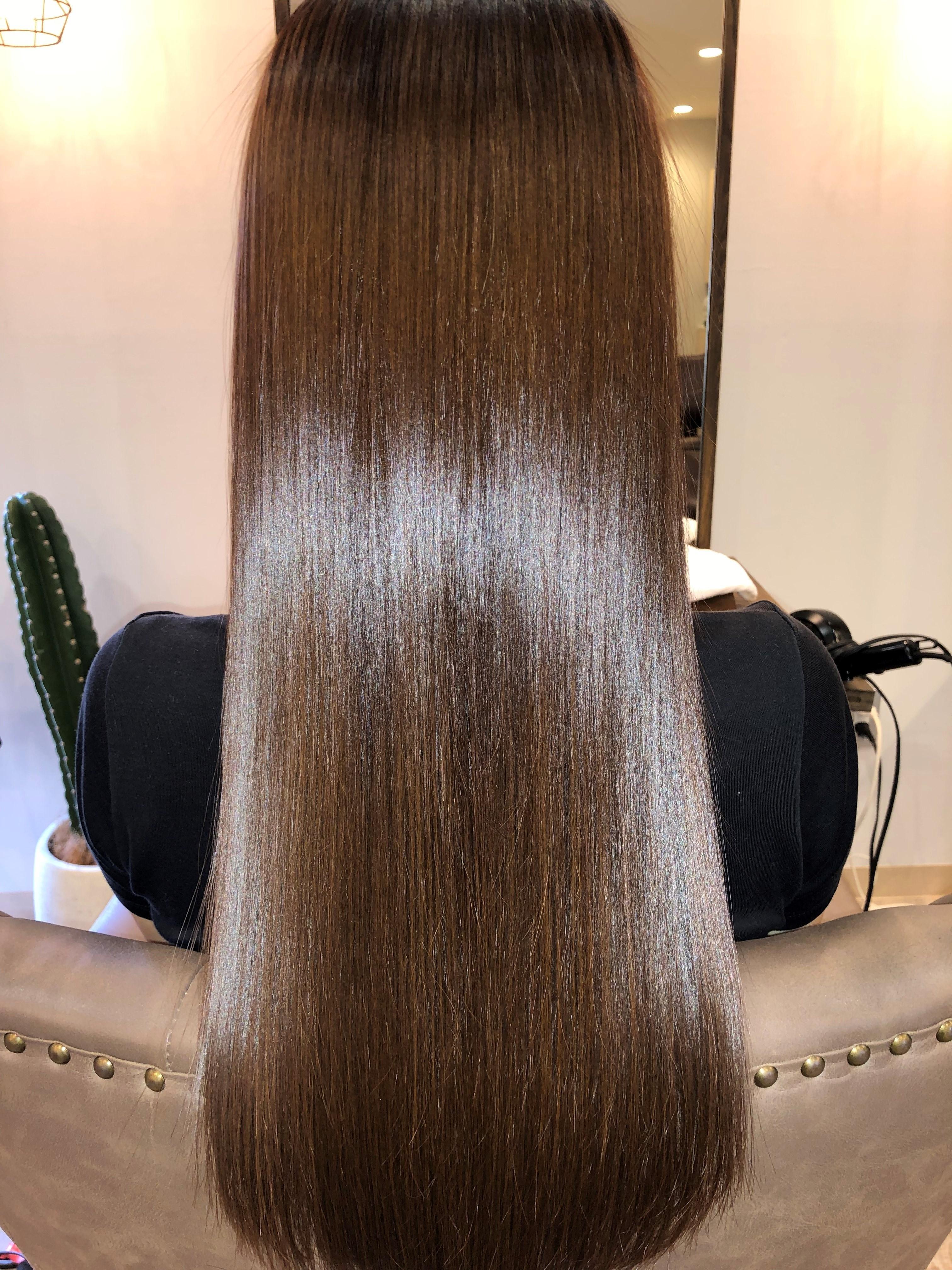 ミネコラの施術STEP1では頭皮のクレンジングで汚れや毛穴の詰まりを除去します。