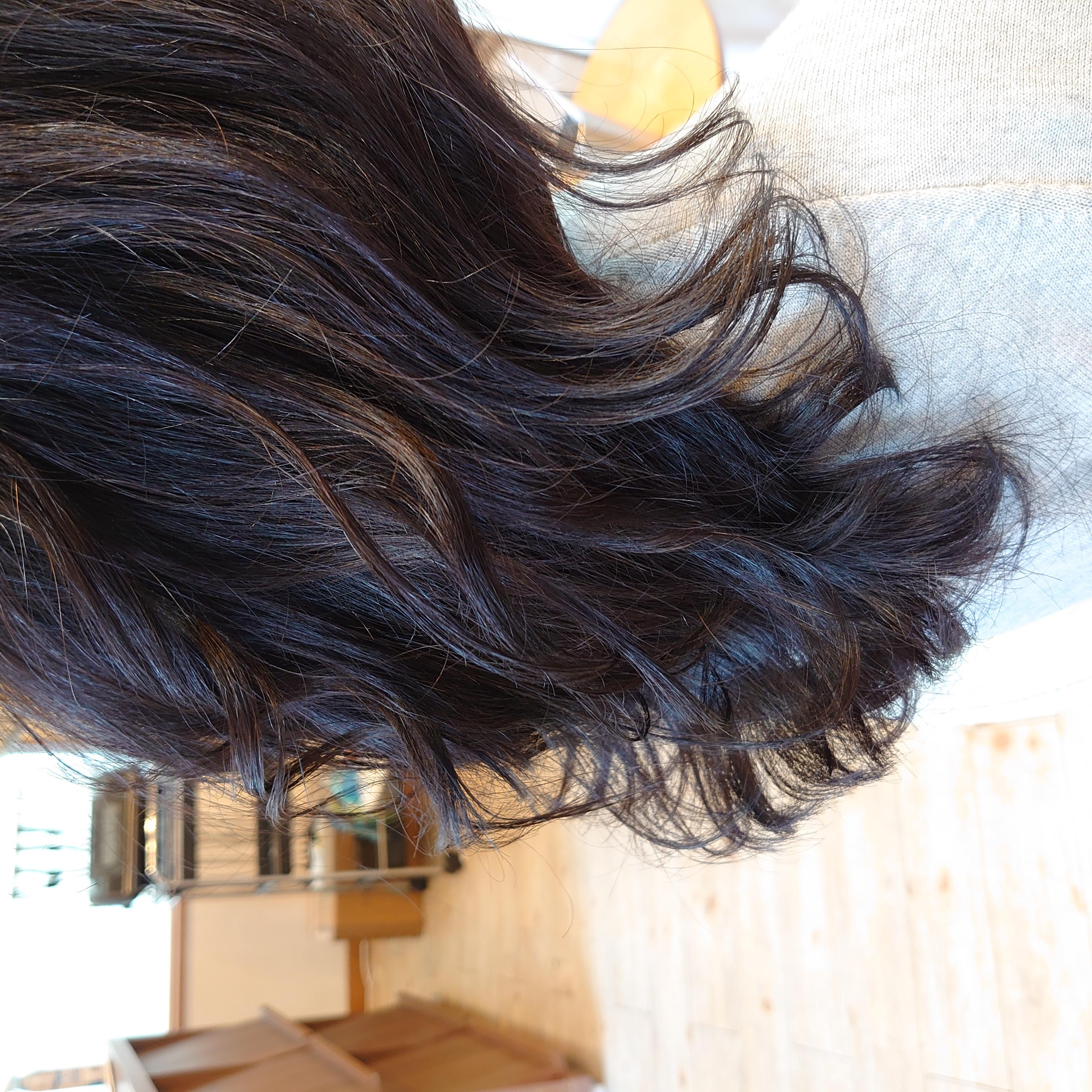 薬剤は、髪に優しい最高品質のものに厳選し、髪の毛に負担をかけない低ダメージの施術を心がけています。